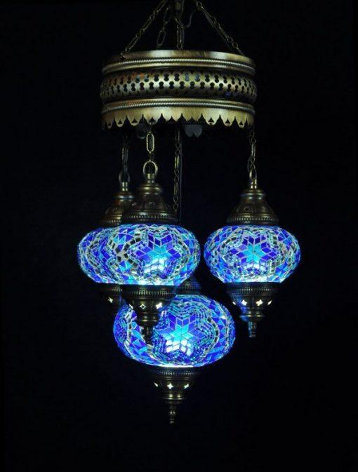Oosterse lamp blauw 4 bollen. Deze Oosterse kroonluchter geeft een sfeervol effect in iedere ruimte. Past helemaal in de woontrend van nu.
